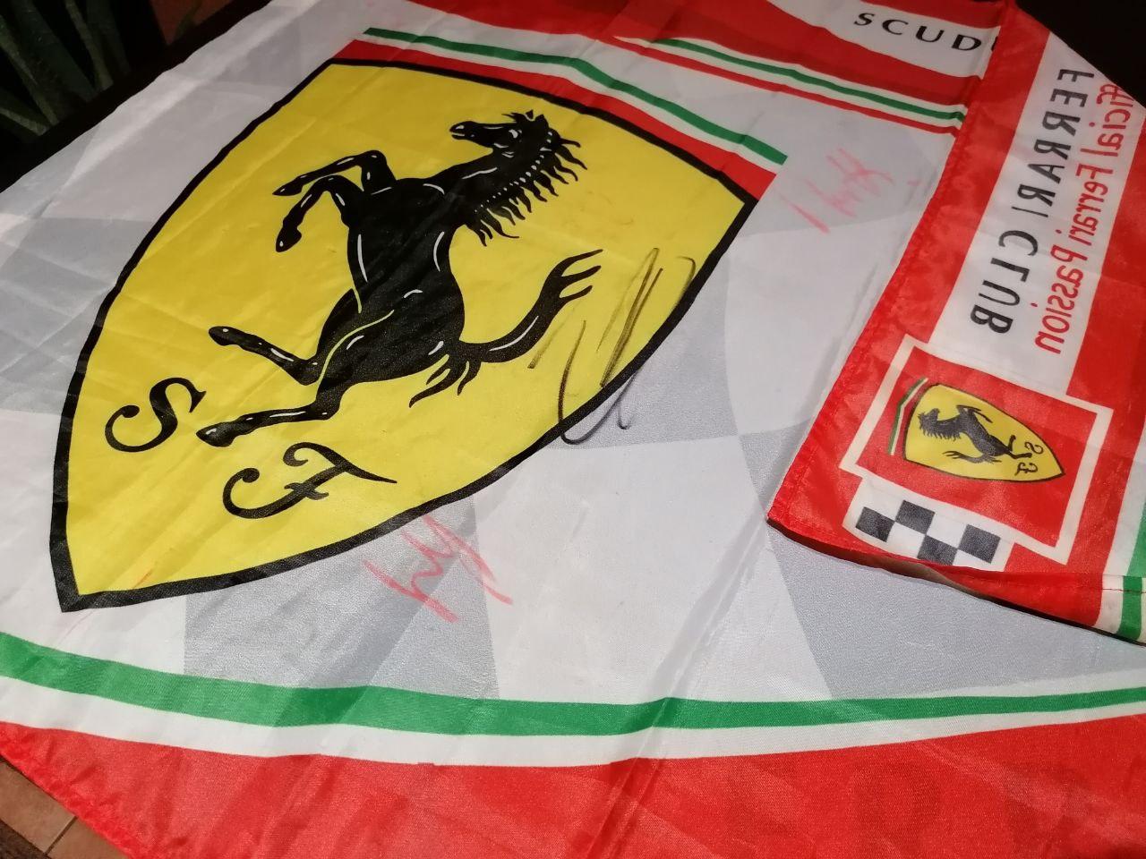 Ferrari zászló - aláírások